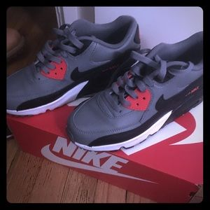 Barely worn air max